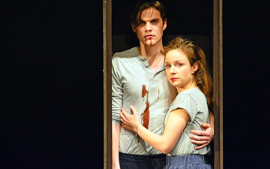 Romeo (Benjamin Lillie) und Julia (Wiebke Mollenhauer), © Holger Jacobs