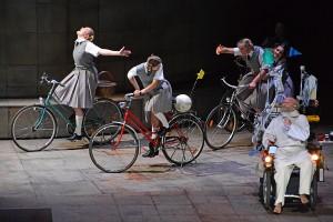 """Faust erinnert sich an seine Kugend, """"Faust"""" - Charles Gounod - Deutsche Oper Berlin © Holger Jacobs"""