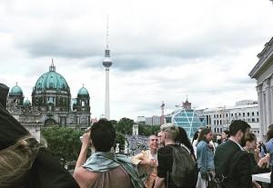 Blick vom Kronprinzenpalais in Richtung Fernsehturm am Alexanderplatz, links der Dom, © Katja Andreae