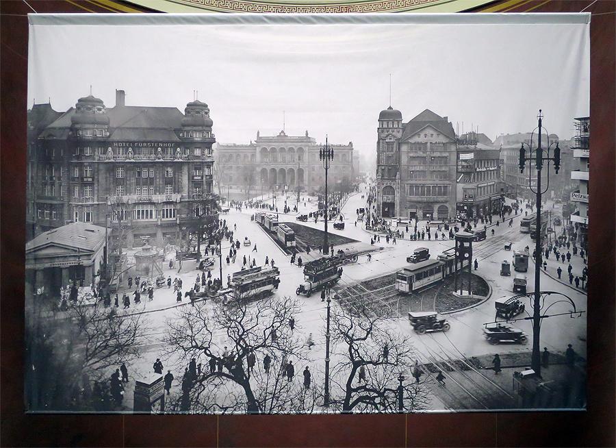 Potsdamer Platz, 1920, Blick von Norden nach Süden auf den ehemaligen Potsdamer Bahnhof im Hintergrund, © Alte Nationalgalerie