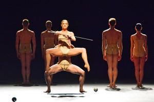 """Jiri Kylian, """"Petite Mort"""", Staatsballett Berlin © Holger Jacobs"""