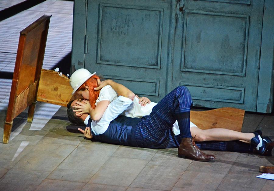 "Susanna (Anna Prohaska) und Figaro (Lauri Vasar), ""Le Nozze di Figaro"" Staatsoper Berlin 2015 © Holger Jacobs"