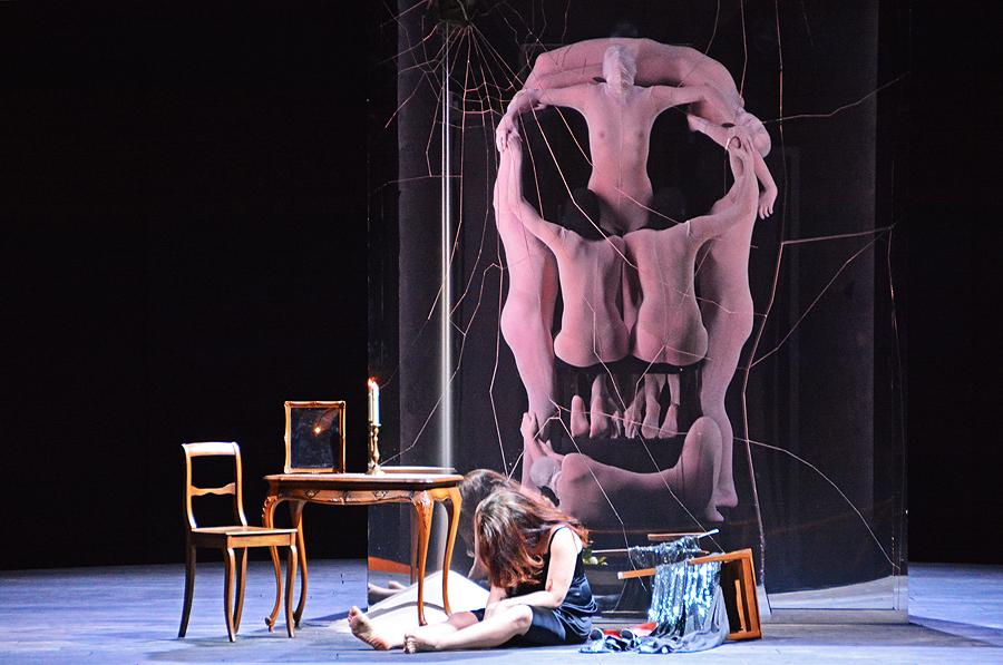 """Violetta mit der Vorahnung ihres Todes, """"La Traviata"""", Staatsoper Berlin 2015, © Holger Jacobs"""