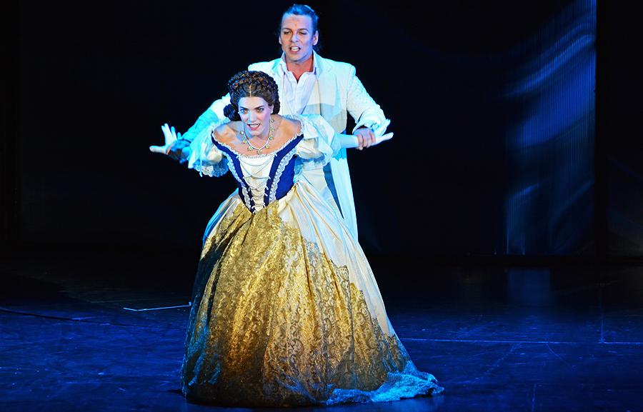 Roberta Valentini und Maté Kamaràs, Musical Elisabeth © Holger Jacobs