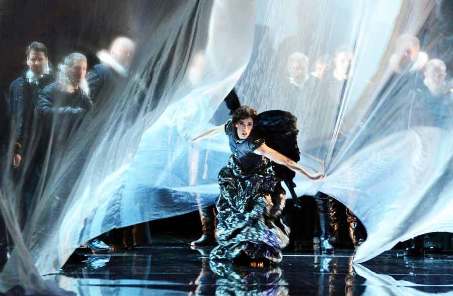 """Sofia Pitzou als Engel in """"Othello"""" von Verdi, Salzburger Osterfestspiele 2016 © Forster"""