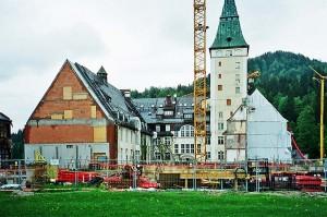 Die Ruinen des Hotel Schloss Elmau nach dem Brand 2005, Westseite © Holger Jacobs