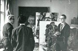 """Georg Baselitz mit Wolfgang Frommel und Manuel Goldschmidt, 1966, Ausstellung """"Die Helden"""" im Frankfurter Städel Museum 2016 © Museum Städel Frankfurt"""