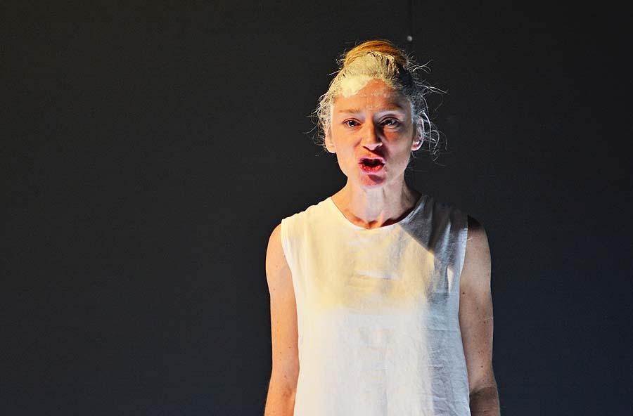 """Iphigenie (Kathleen Morgeneyer), """"Iphigenie auf Tauris"""", Deutsches Theater Berlin, Foto: Holger Jacobs"""