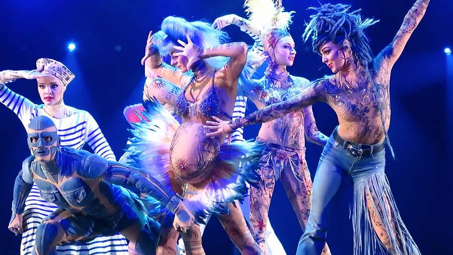 THE ONE - Show im Friedrichstadt-Palast mit Kostümen von Jean-Paul-Gaultier Foto: Holger Jacobs