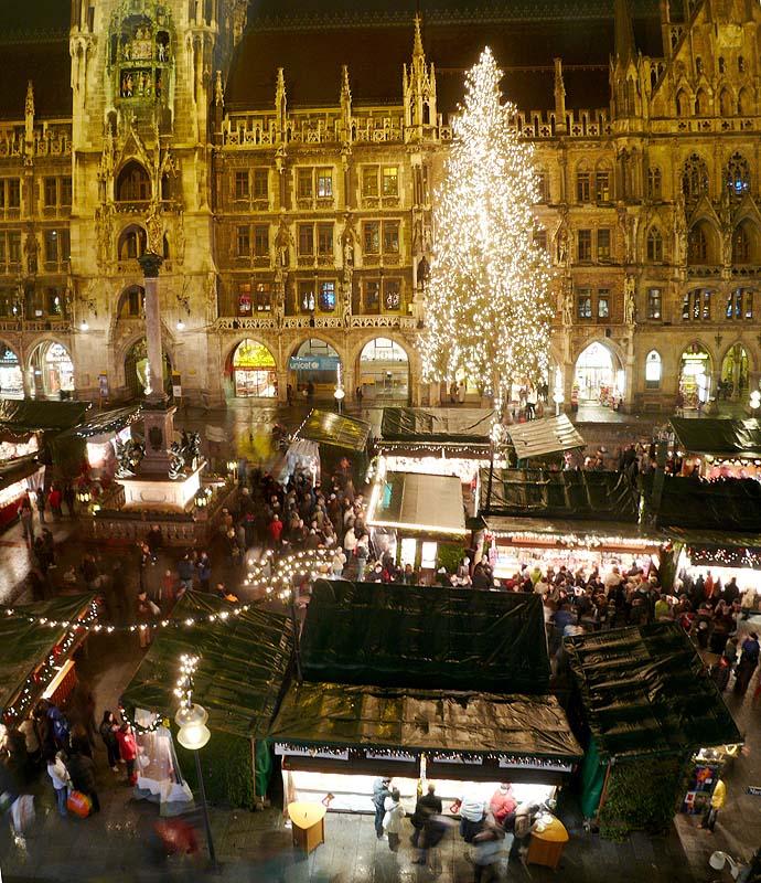 Münchner Weihnachtsmarkt auf dem Marienplatz Foto: Ramessos