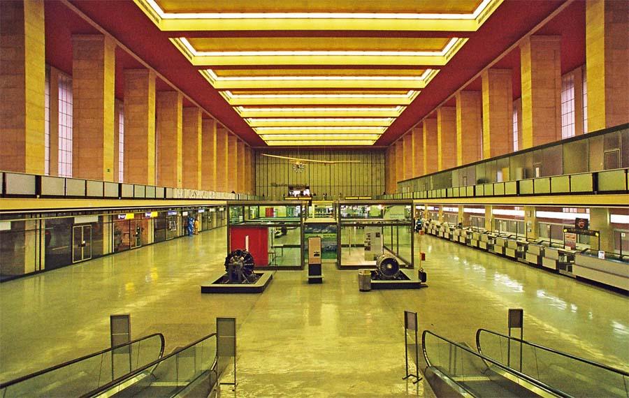 Tempelhof Abflughalle 2008 © Holger Jacobs