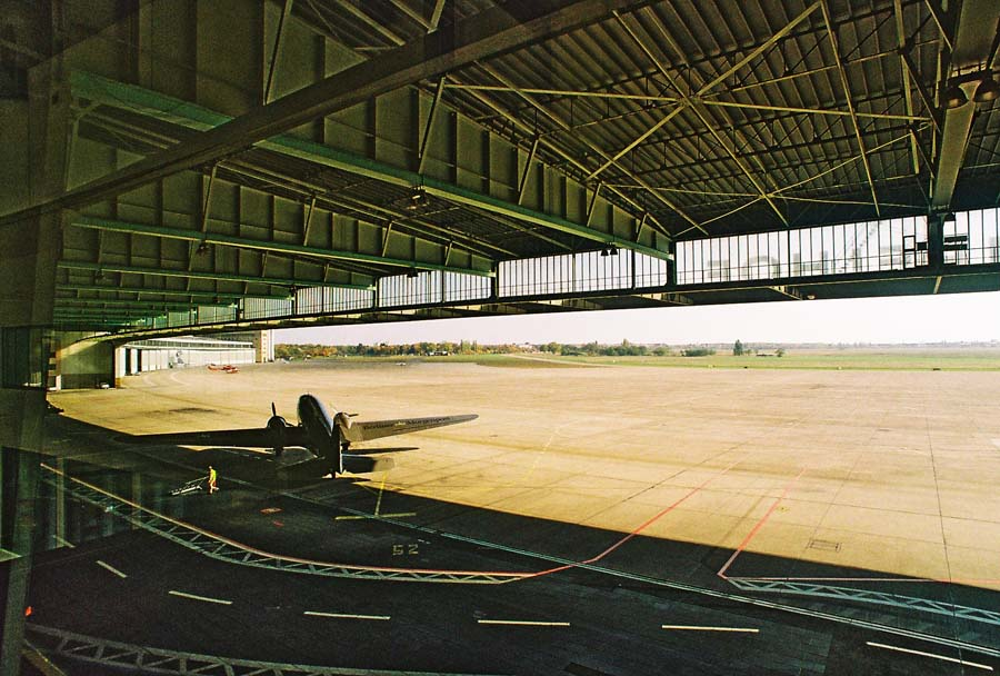 Tempelhof Flugzeughangar 2008 © Holger Jacobs