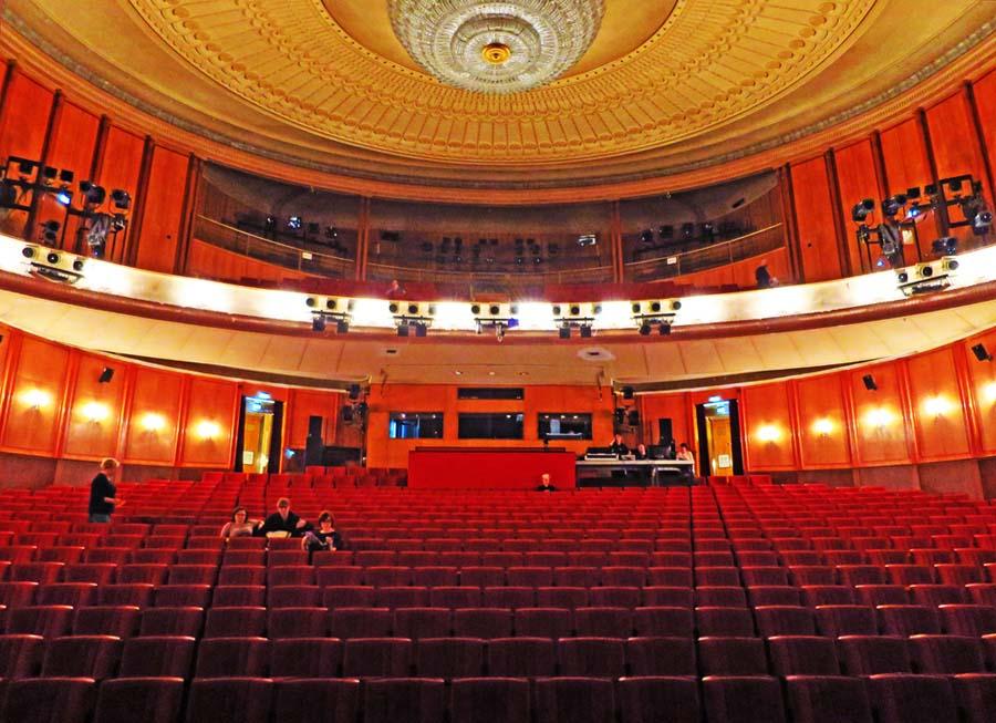 Volksbühne Zuschauerraum 2014 © Holger Jacobs